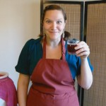 The Kombucha Mamma, Hannah Crum, holds a mixed glass of sparkling juice and delicious homemade Continuous Brewed Kombucha. Yum!