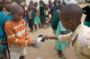 zimbabwe-children eat akpan a traditional fermented food