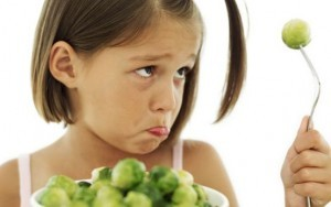 Little girl eyes healthy food